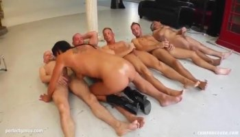 Reina Nishio perky tits beauty dealing two cocks on cam