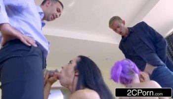 Babe is giving guy a knob sucking experience
