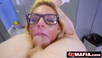 Busty MILF Aleksandra Summers suck on a dick